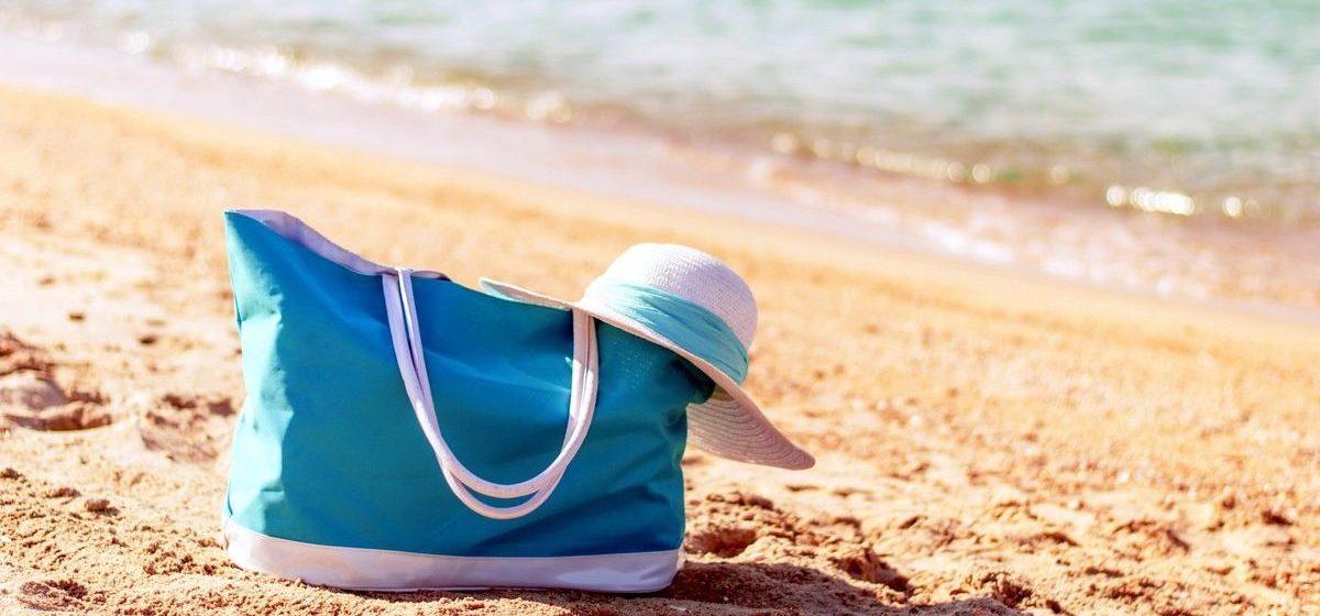 Пока жительница Барановичей загорала у озера, у нее украли сумку