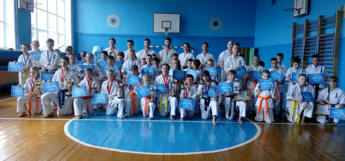 Юные барановичские каратисты состязались в День защиты детей
