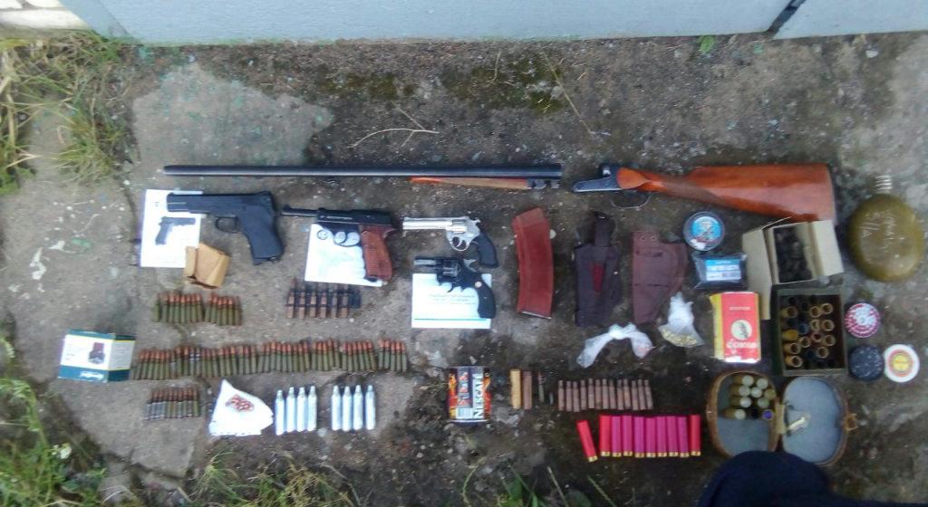 Жительница Барановичей нашла ящик с боеприпасами в гараже умершего супруга