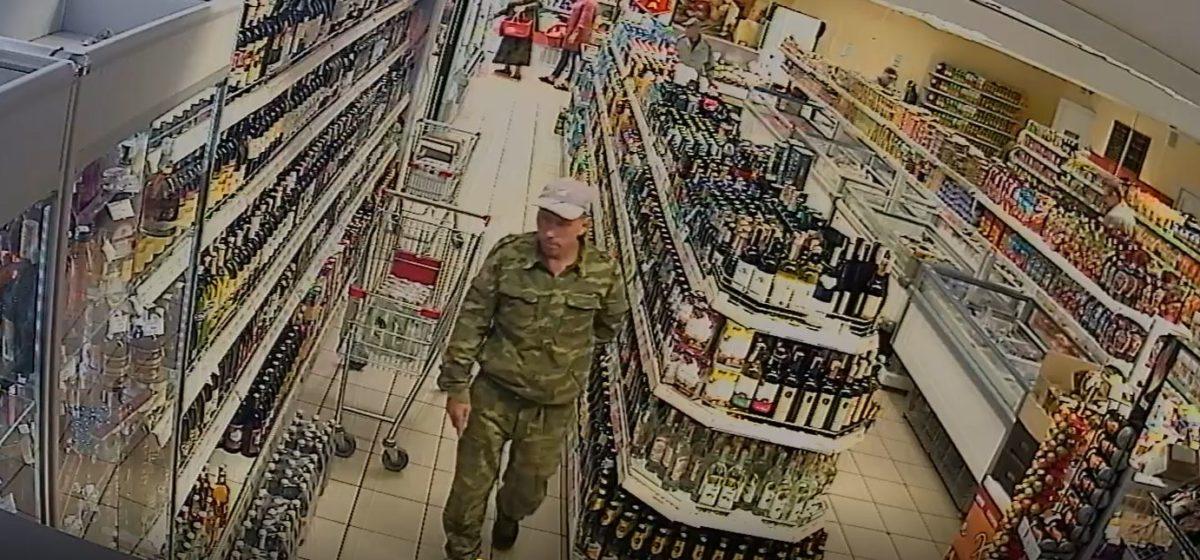 Появились фотографии мужчины, который в Барановичах напал на пенсионерку в лифте и избил ее