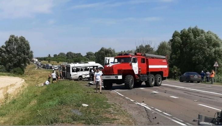 Белорус на фуре протаранил маршрутку под Брянском – погибли три человека