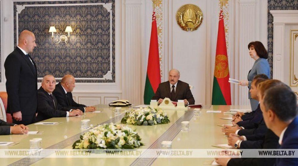 Лукашенко чиновникам: «Постарайтесь сделать все, чтобы зарплата была если не достойной, то терпимой»