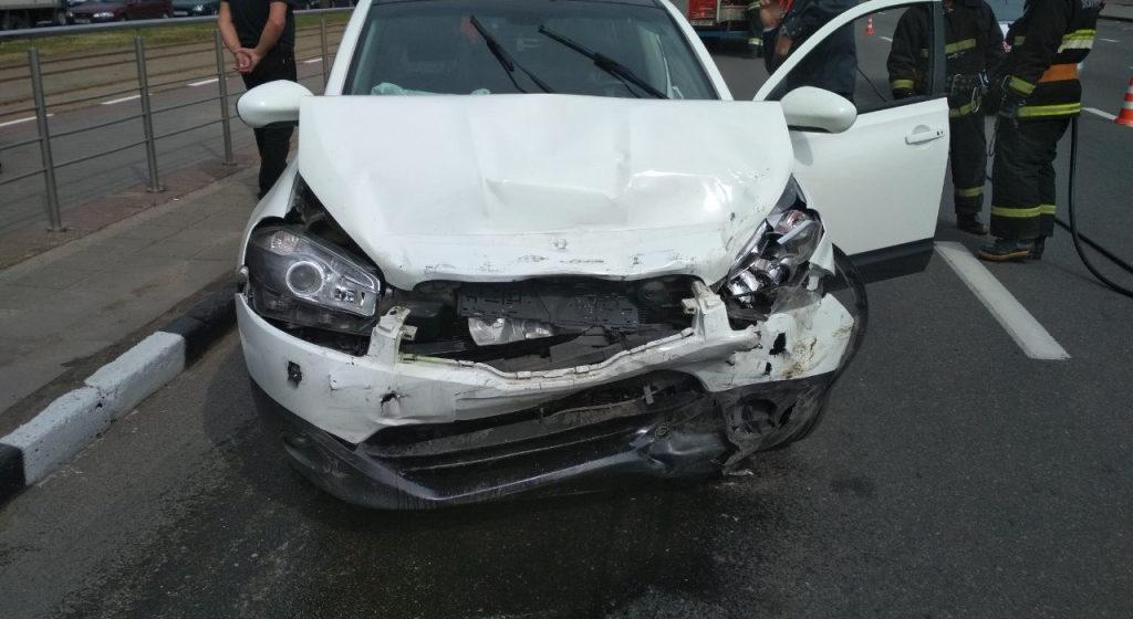 В Витебске москвичка устроила в церкви дебош и повредила четыре автомобиля