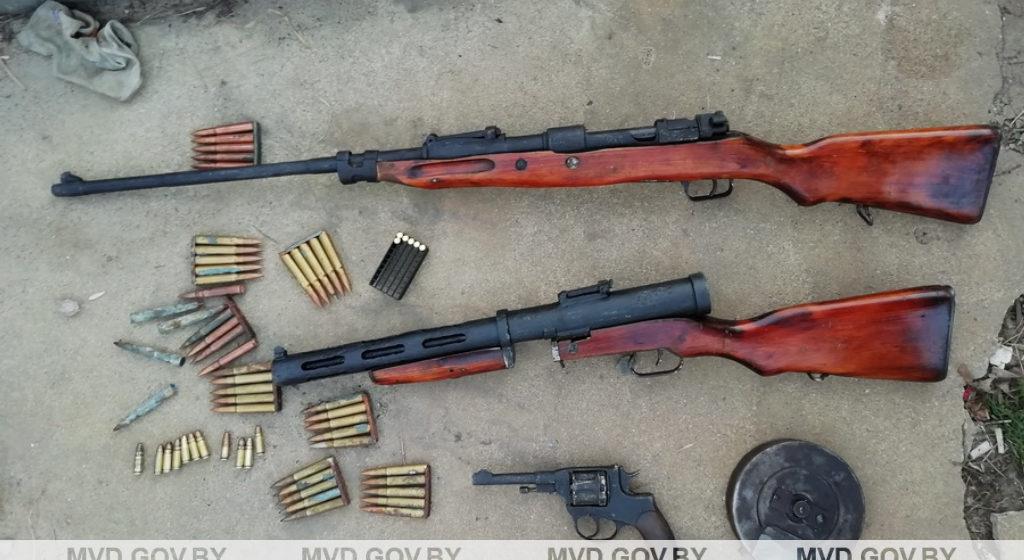 Изъяли гранаты, винтовки, пулеметы. Минчанин откапывал оружие, восстанавливал и продавал коллекционерам
