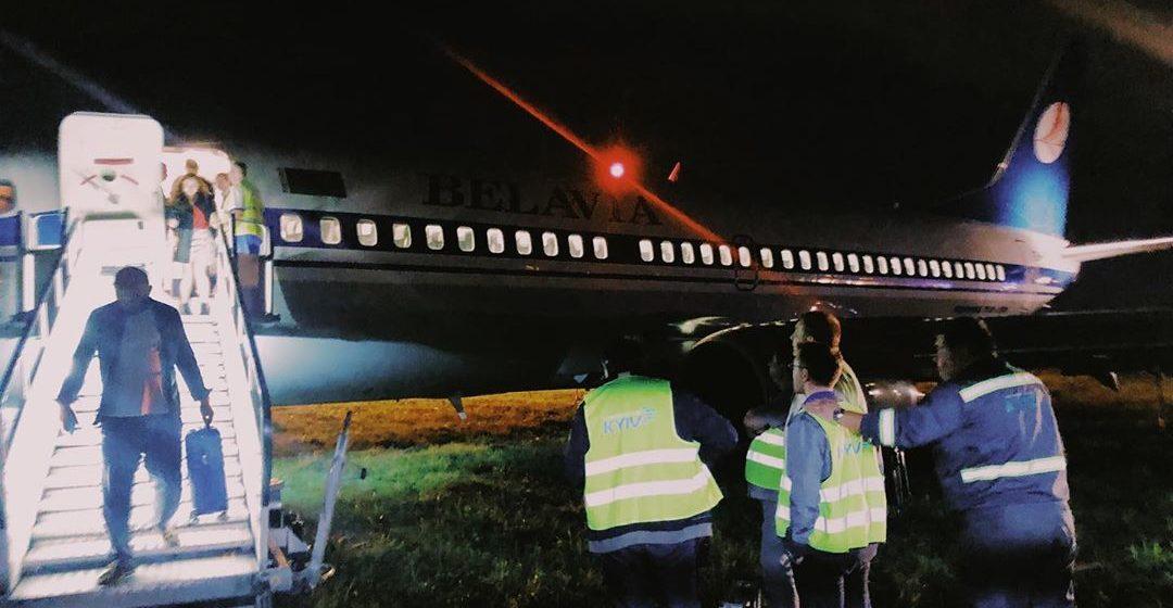 Самолет «Белавиа» выкатился за пределы взлетно-посадочной полосы в Киеве. Фото
