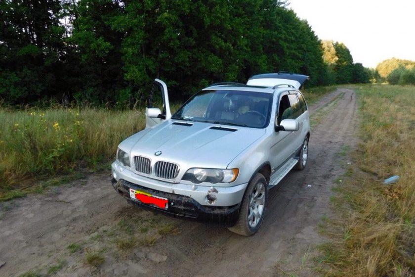 Под Мозырем пьяный водитель катал на капоте BMW X5 подругу — она погибла