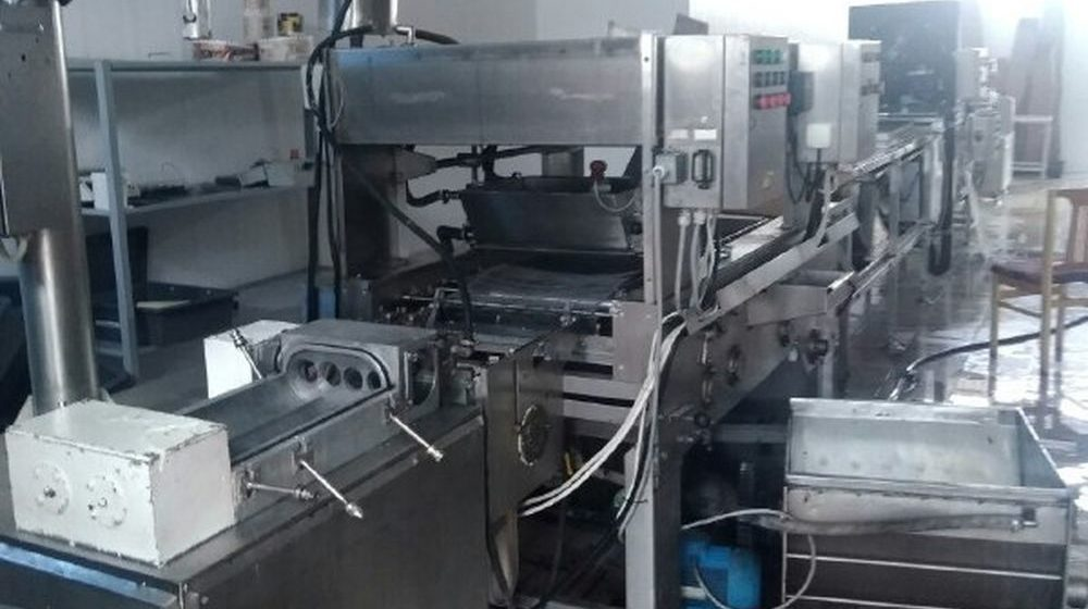 Руку женщины зажало в дозаторе на производстве сырков в Борисове