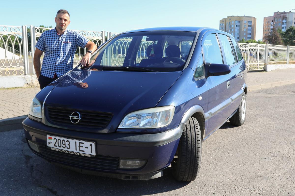 Андрей Савонь – владелец автомобиля Opel Zafira А 2002 года выпуска.  Фото: Александр ЧЕРНЫЙ
