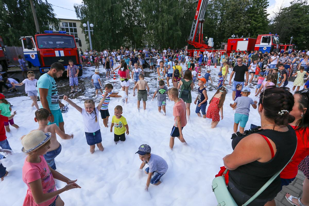 Самый большой восторг праздник вызвал у детей. Фото: Александр ЧЕРНЫЙ