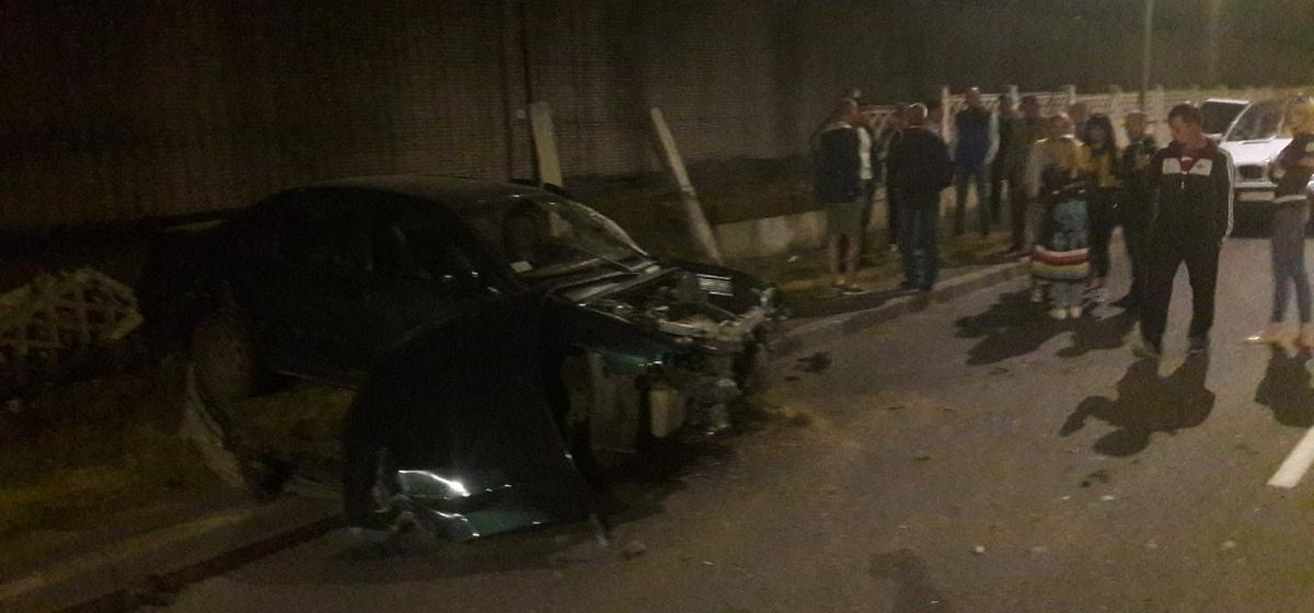 Очевидец о ночном происшествии в Барановичах: «За рулем разбитой машины был 16-летний подросток, авто взял у отца»