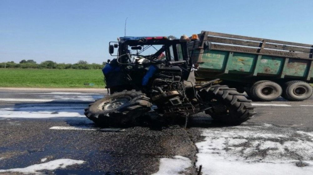 Фура столкнулась с трактором в Малоритском районе, погиб один человек