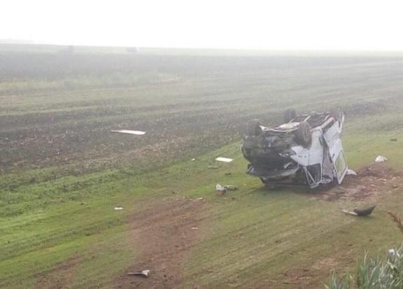 Микроавтобус вылетел в кювет и несколько раз перевернулся в Гомельской области, погиб водитель