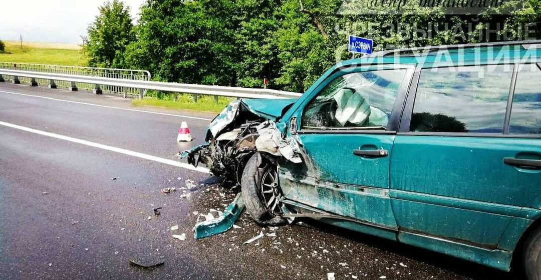 В ДТП под Барановичами пострадало двое детей. Машину вынесло на скользкой дороге на встречку