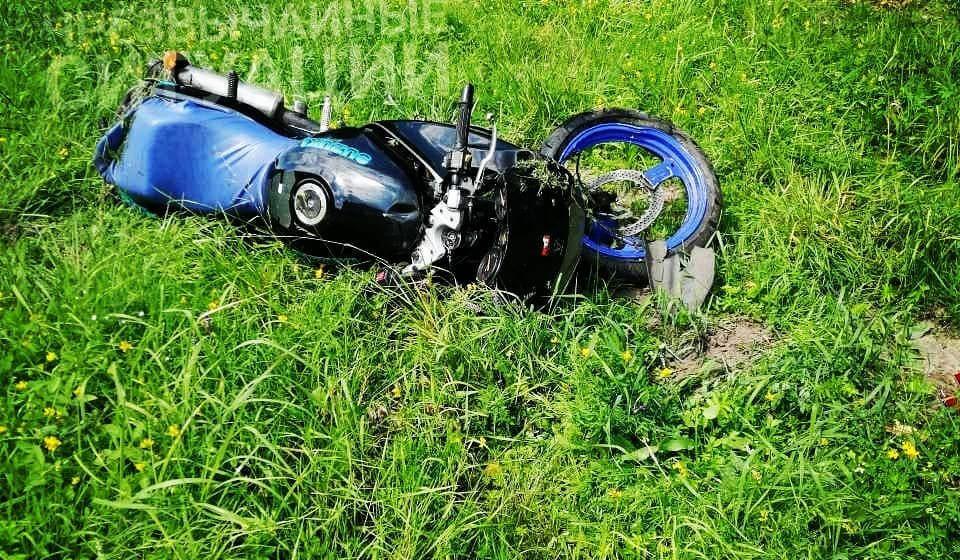 Мотоциклист, избегая столкновения с авто, вылетел в кювет под Барановичами