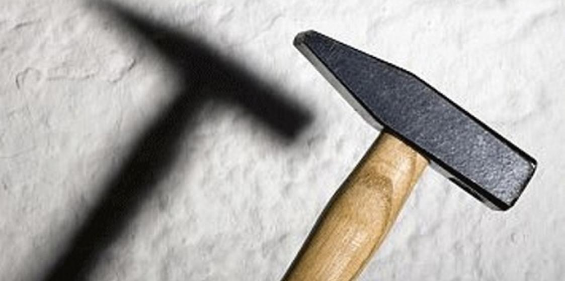 Жительница Минска несколько раз ударила 8-летнюю дочь молотком по голове