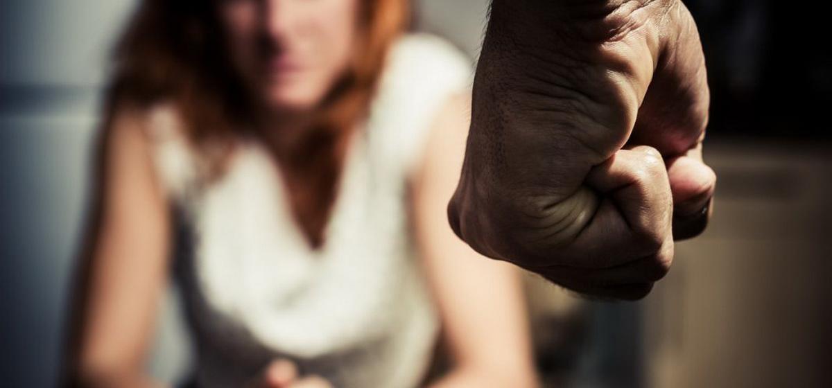 Женщина обращается за помощью, а «наказывают» ее. Почему жертвы домашнего насилия предпочитают молчать