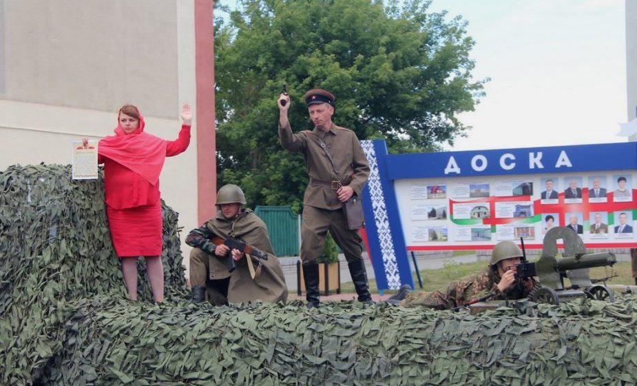Пленные фашисты, деревянные «калаши» и Сталин на ЗИЛе — как прошел День Независимости в разных городах Беларуси (много фото)