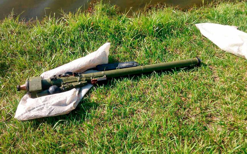 Рыбак выловил в городском водоеме Щучина переносной зенитный ракетный комплекс ПЗРК «Игла»