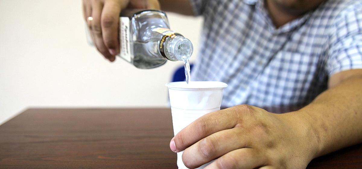 Мужчину дважды оштрафовали за пьянку в Орше, а оказалось, что он был за полтысячи километров от города