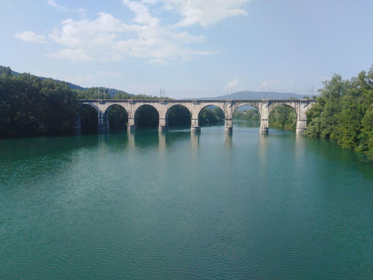 Старый мост в Италии, практически на границе со Словенией.