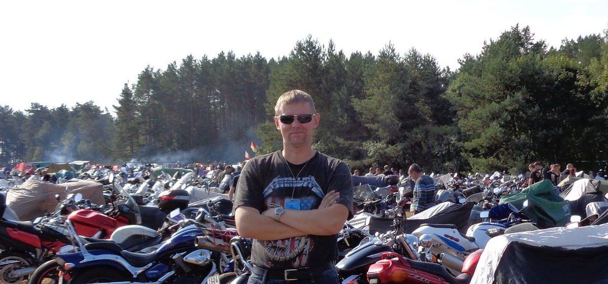 «О своей безопасности мотоциклист должен заботиться сам». Как житель Барановичей организовал тренировки по мотоджимхане