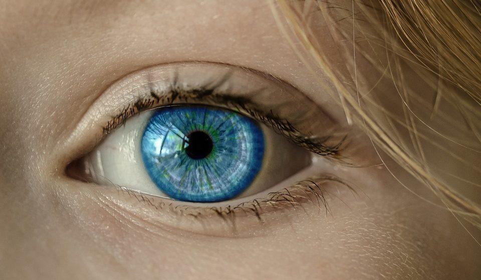 Почему дергается глаз и что с этим делать, рассказал невролог