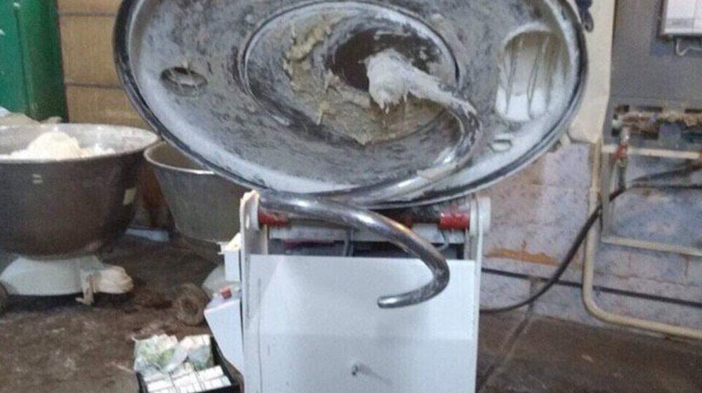 Женщина погибла при работе на тестомесильной машине в Чаусах