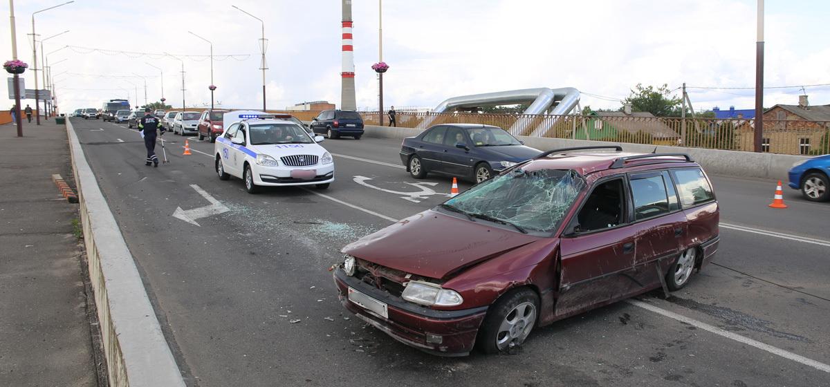 Новости. Главное за 17 июля: машина несколько раз перевернулась на мосту в Барановичах, и стало известно, когда пройдут школьные ярмарки