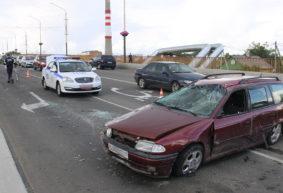 Из-за лопнувшего колеса машина несколько раз перевернулась на мосту в Барановичах