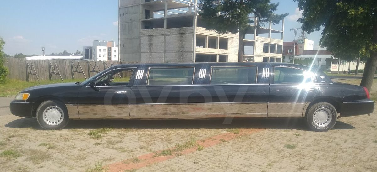 Топ-6 ярких и необычных машин стоимостью до $3000, которые продаются в Барановичах