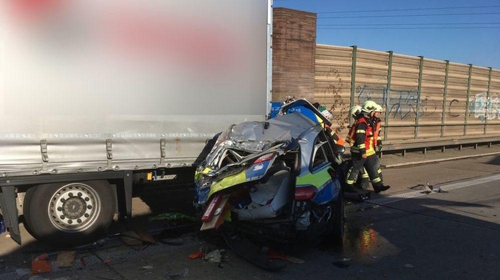 Белорусского дальнобойщика раздавило между полицейской машиной и его фурой в Германии