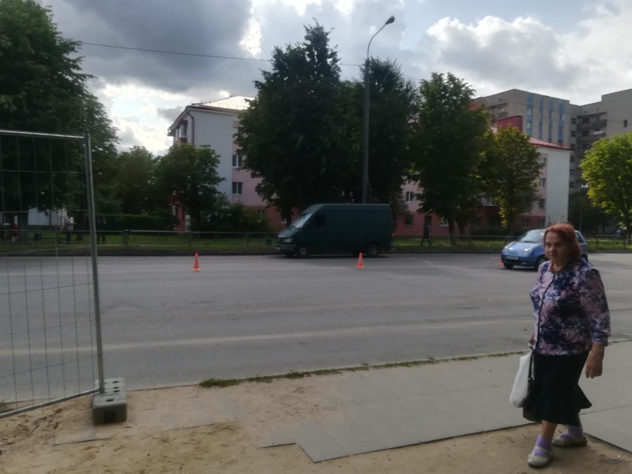 Микроавтобус, сбивший девочку. Фото: Ирина ПЛЮТО