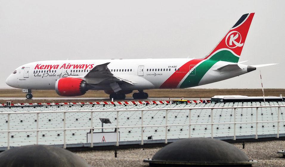 Из летящего над Лондоном самолета выпал труп безбилетника