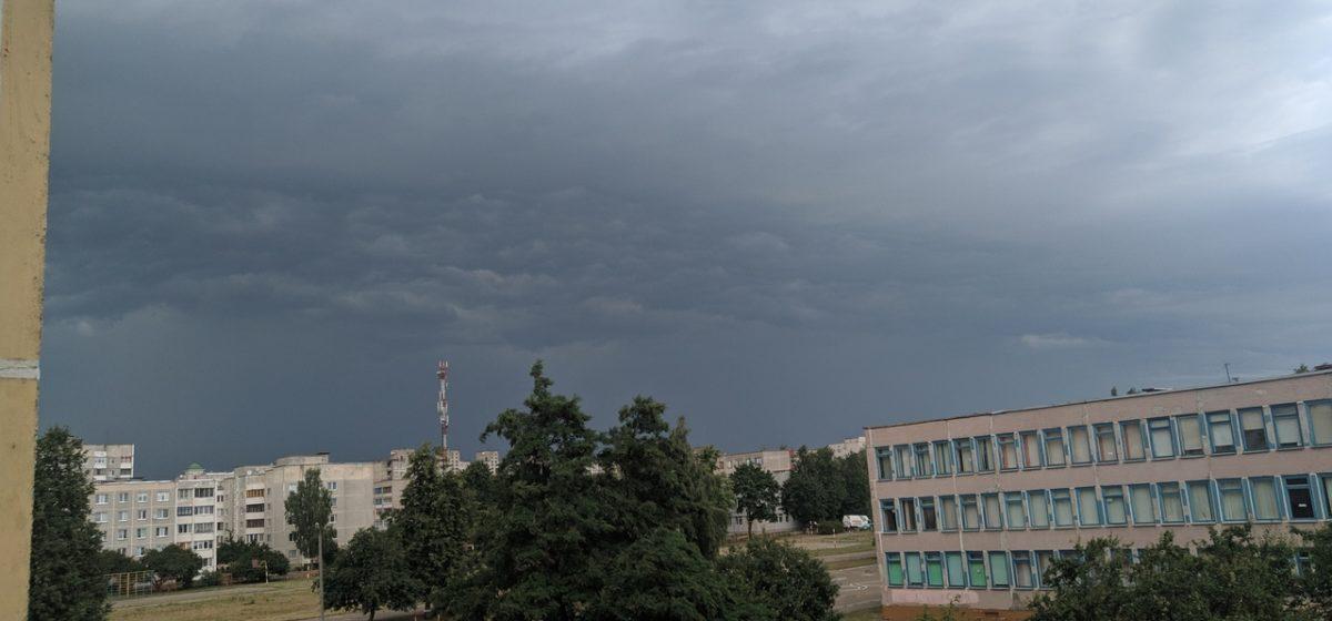 Шквалистый ветер и ливень в Барановичах. Фото, видео