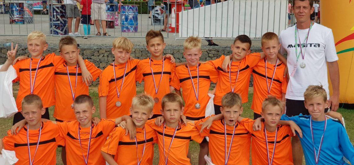 Барановичские школьники завоевали серебро международного турнира по футболу