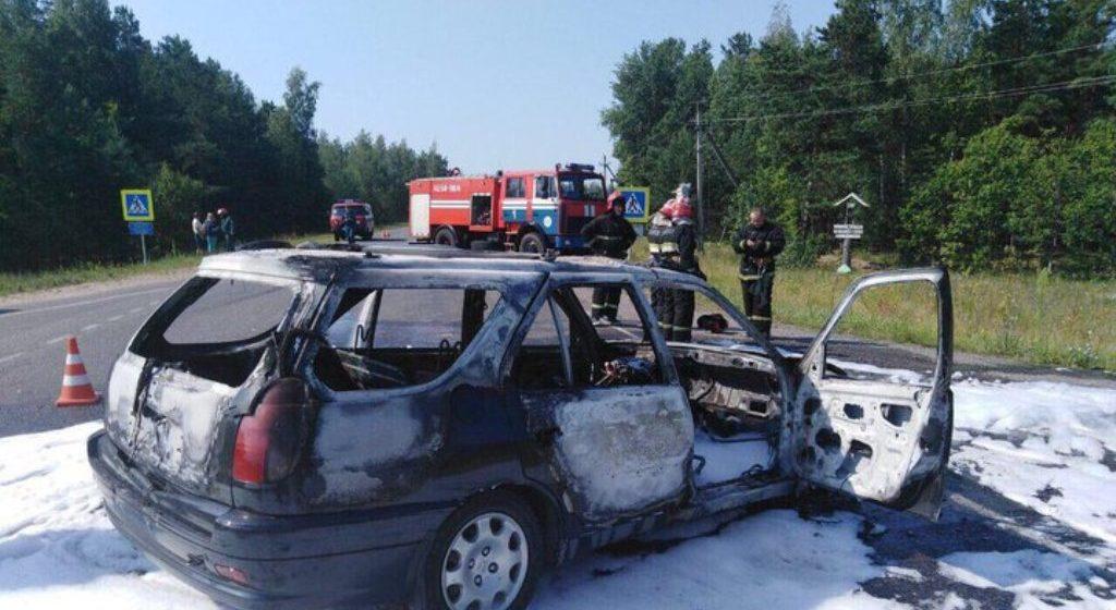Автомобиль и скутер столкнулись и загорелись в Светлогорском районе