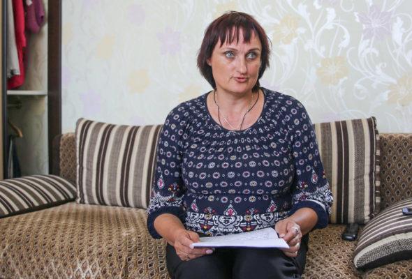 После пожара жительница Барановичей живет в доме без крыши – ей некуда переехать. ЖЭС обещает отремонтировать кровлю к осени