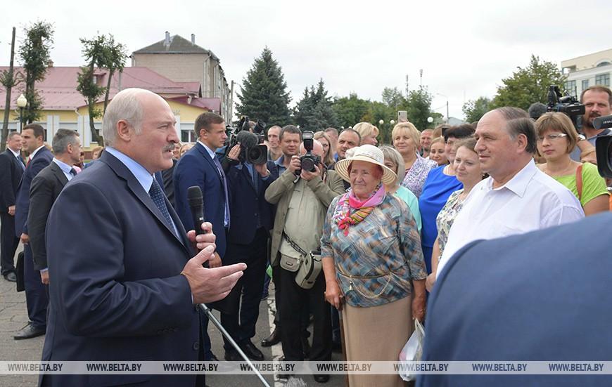 Лукашенко: Воруют все, начиная от дизельного топлива и бензина