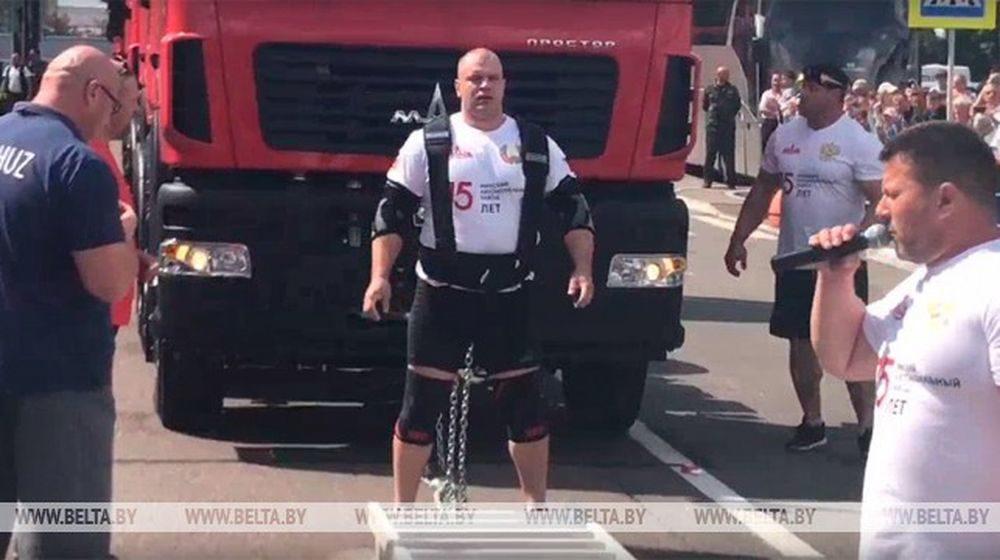Белорусский силач протянул 15 тягачей МАЗ и установил мировой рекорд