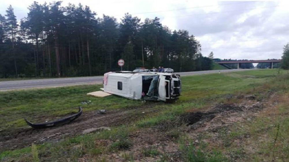 Два микроавтобуса столкнулись в Узденском районе, пострадал 16-летний подросток. Фото