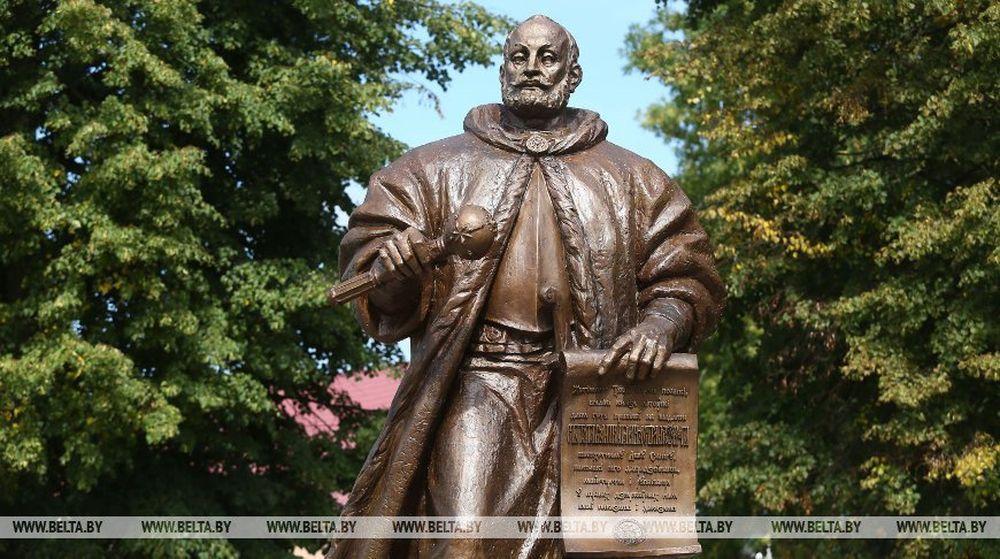 Памятник Льву Сапеге установили в Слониме. Фото
