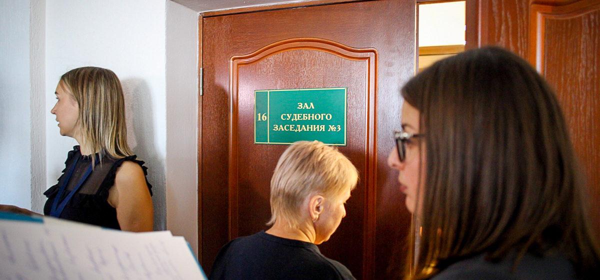Начался суд над подростком, обвиняемым в убийстве одноклассника и учителя. Репортаж из Столбцов
