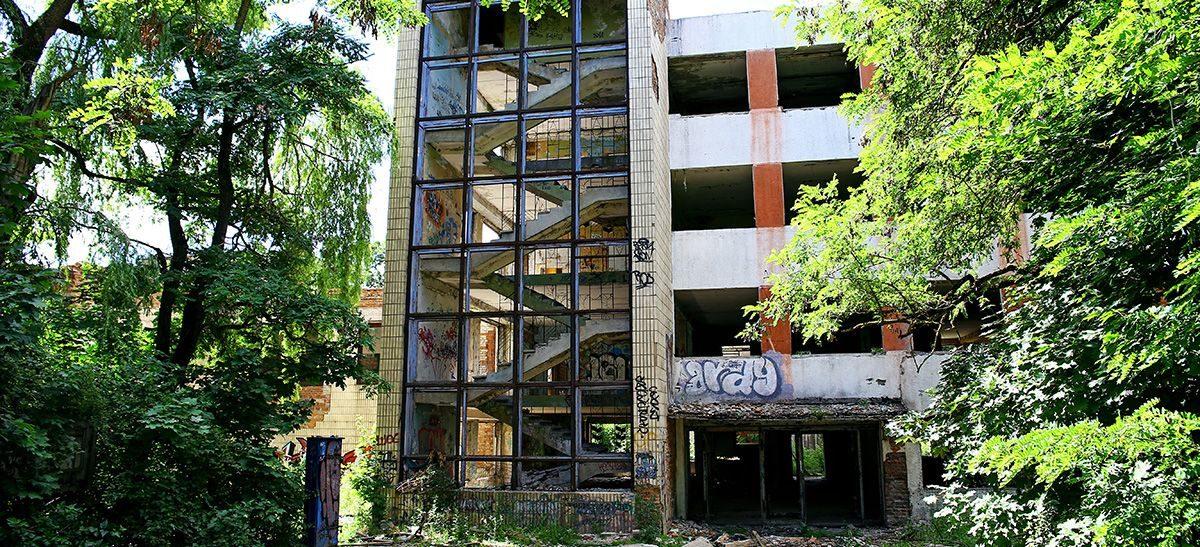 Здание бывшего комбината сенажных башен в Барановичах выставили на продажу за одну базовую