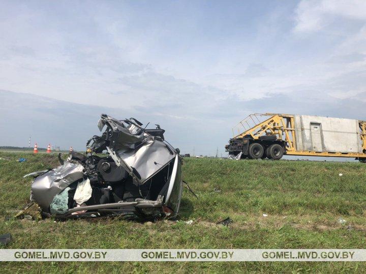 Водитель заснул за рулем и вылетел на встречку под МАЗ в Гомельском районе