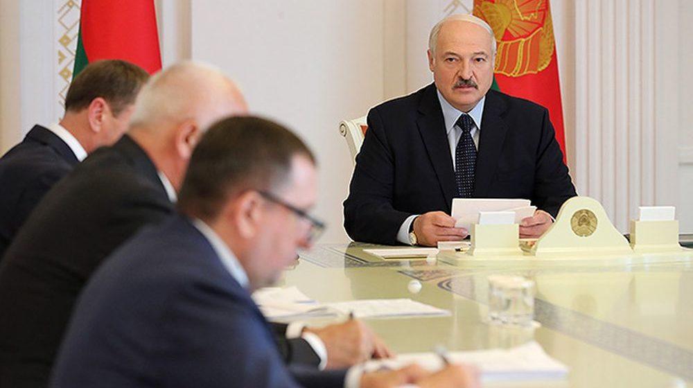 Лукашенко: «В футбол мы играть не умеем, плавать разучились»
