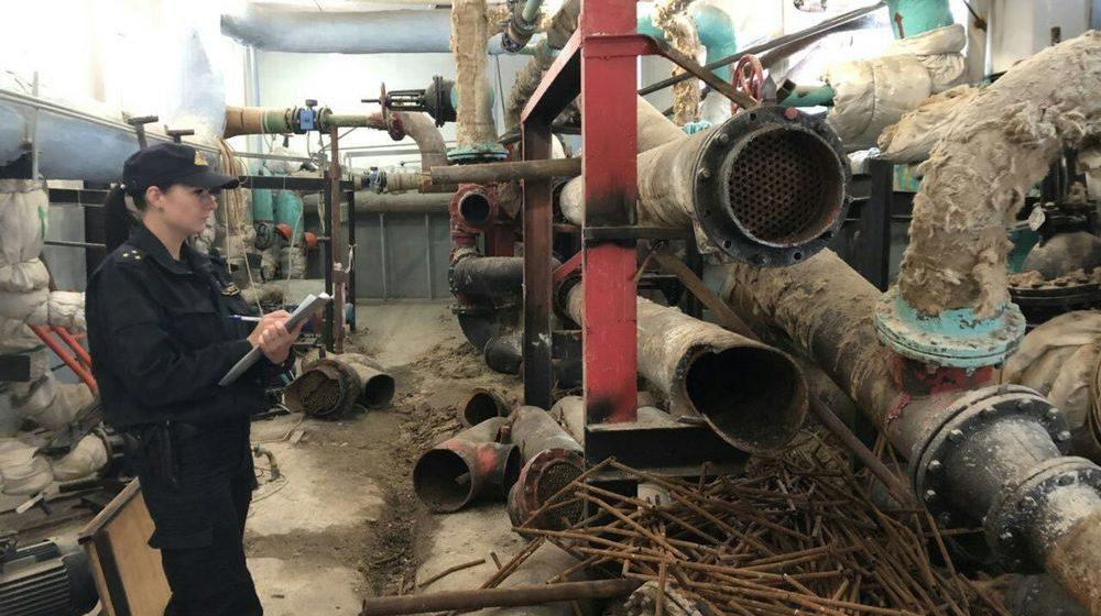 На одном из предприятий Гомеля на электросварщика упала большая металлическая труба-теплопровод