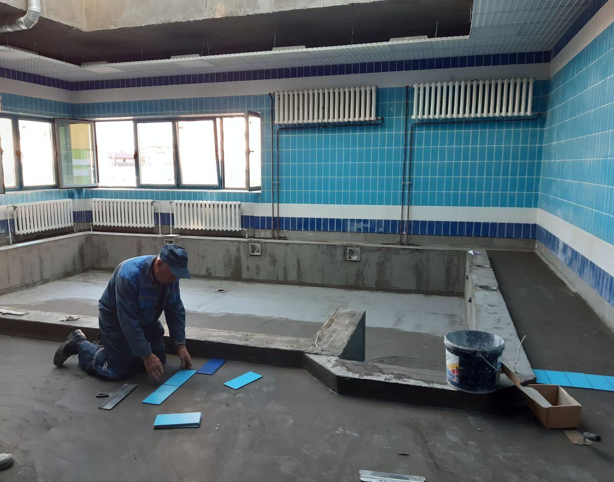 Отделочные работы в бассейне детского сада. Фото: Елена ЗЕЛЕНКО