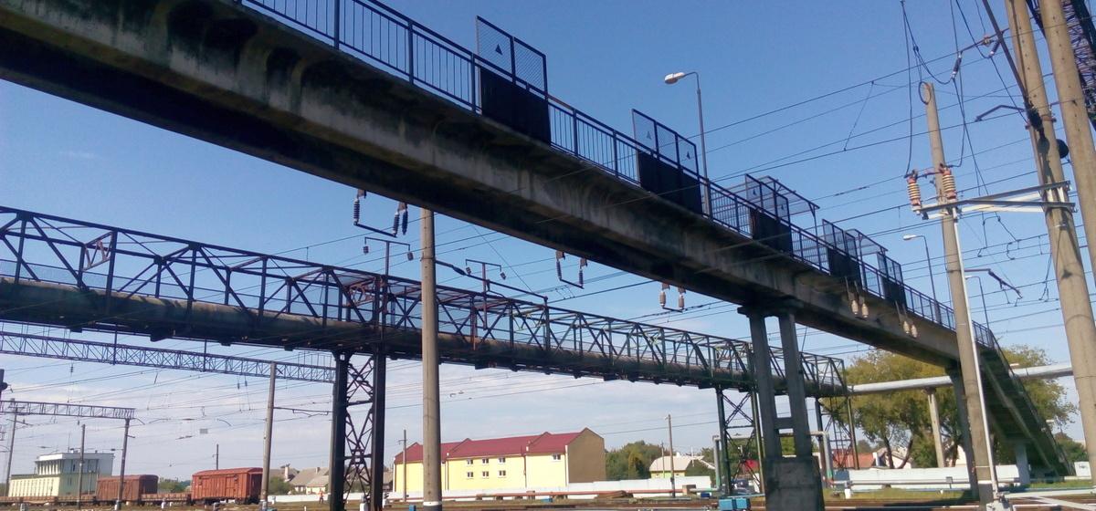 Удар током в 27500 вольт. Подробности селфи на мосту в Барановичах. Фото