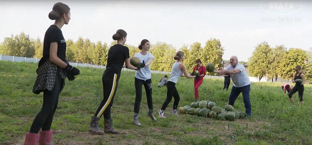 Арбузный батальон Лукашенко: кто эти девушки