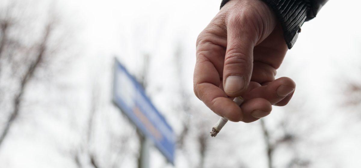 Минчанка подала в суд на соседей из-за курения на лоджии и осталась должна 1000 рублей